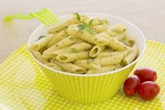 Penne pasta med pestosås Arkivbilder