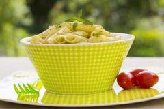 Penne pasta med pestosås Royaltyfri Bild