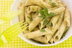 Penne pasta med pestosås Arkivfoto