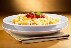Penne pasta med tomatsås royaltyfria foton