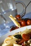 Penne, tomaten, mozarella - Italiaanse deegwaren Royalty-vrije Stock Foto