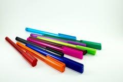 Penne variopinte isolate su fondo bianco Fotografia Stock Libera da Diritti