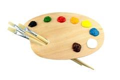 Pennelli e colori sul pallet Immagine Stock