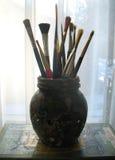 Pennelli in vaso di vetro Fotografie Stock Libere da Diritti