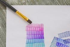 Pennello di carta ed acrilico Lezione di verniciatura per i principianti, artisti, studente, allievo Il primo punto Fotografia Stock