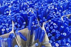 Pennen in de winkel, de Bureaulevering en de kantoorbehoeften Pennen die kantoorbehoeften verkopen Kunst, workshop, ambacht, crea royalty-vrije stock afbeeldingen