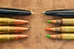 Pennen en kogels royalty-vrije stock foto