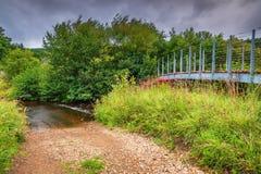 Pennine sposobu Footbridge nad Rzecznym Rede Zdjęcia Stock