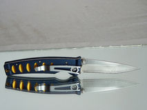 Pennkniv med ett blad från damast stål Royaltyfri Foto
