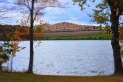 Pennsylwania jeziorem na jesień dniu w Październiku Zdjęcia Royalty Free