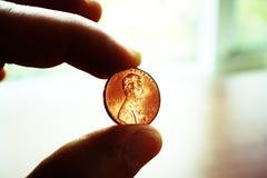 Penny In Hand Close Up med högkvalitativ Lomo effekt Royaltyfria Foton