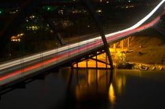 Pennybacker 360桥梁在与光的晚上 库存图片