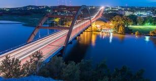 360 Pennybacker-brug blauw uur Austin, Texas, de V.S. Royalty-vrije Stock Afbeelding