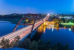360 Pennybacker-brug blauw uur Austin, Texas, de V.S. Stock Afbeelding