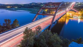 360 Pennybacker-brug blauw uur Austin, Texas, de V.S. Royalty-vrije Stock Foto's