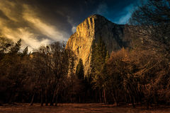 Penombra sul EL Capitan, parco nazionale di Yosemite, California Immagine Stock
