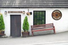 Pensão da vila, montanhas, Scotland Imagens de Stock