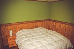 Pensão, sala pequena, camas imagem de stock royalty free