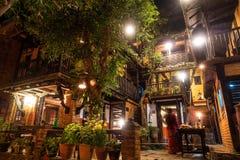 A pensão velha na noite em Bandipur, Nepal imagem de stock