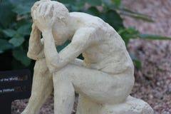 Pensée désespérément de la statue Photographie stock