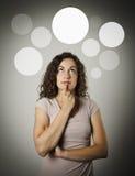 Pensée Fille et bulles grises Photographie stock libre de droits