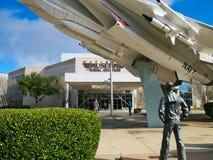 PENSACOLA, FLORIDA - 16. FEBRUAR 2018: Nationalmuseum des Marinefliegereieingangs lizenzfreies stockfoto