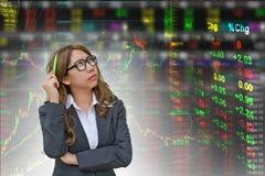 Pensamento da mulher de negócio? isolado no branco Fotos de Stock