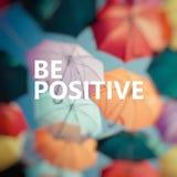 Pensamento positivo Guarda-chuva colorido do fundo Imagens de Stock
