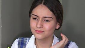 Pensamiento adolescente femenino joven almacen de video