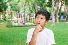 Pensamiento asiático del muchacho Imágenes de archivo libres de regalías