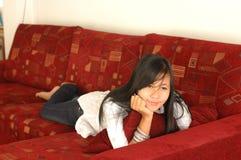 Pensamiento bonito de la muchacha Foto de archivo