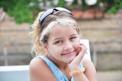Pensamiento de la muchacha feliz Foto de archivo libre de regalías