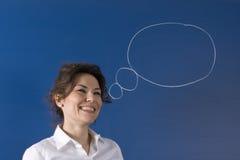Pensamiento de la mujer de negocios y tarjeta del smilingon Fotografía de archivo libre de regalías