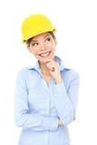 Pensamiento de la mujer del ingeniero, del empresario o del arquitecto Foto de archivo libre de regalías
