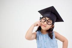 Pensamiento graduado del niño asiático feliz de la escuela Imágenes de archivo libres de regalías
