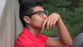 Pensamiento hispánico adolescente inteligente del muchacho metrajes