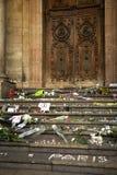 Pensamientos en una pared sobre el bombimg de París Foto de archivo
