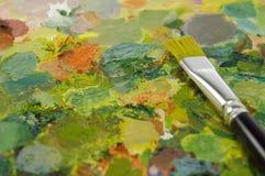 Penseel bij het schilderen van palet Royalty-vrije Stock Foto