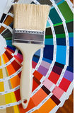 Penseel met kaart van kleuren royalty-vrije stock afbeeldingen
