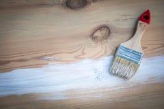 Penseel met witte kleur stock afbeeldingen