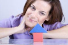 Penser à acheter une maison neuve Photo stock