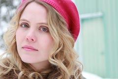 Penser à l'avenir direct de portrait de femme d'hiver Images libres de droits
