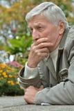 Penser d'homme aîné Photographie stock libre de droits