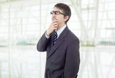 penser d'homme d'affaires photo stock