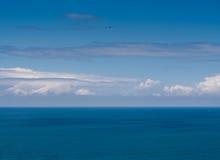 Penser de ciel bleu Image stock