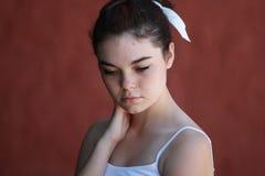 Penser de l'adolescence tranquille de fille Image libre de droits
