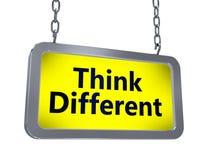 Pensez différent sur le panneau d'affichage illustration de vecteur