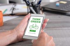 Pensez le concept vert sur un smartphone Photos stock