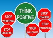 Pensez le panneau routier positif Image libre de droits