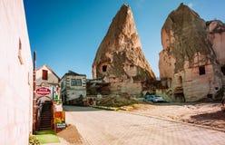 Pensión local Goreme Cappadocia, Turquía del estilo en un hermoso imágenes de archivo libres de regalías